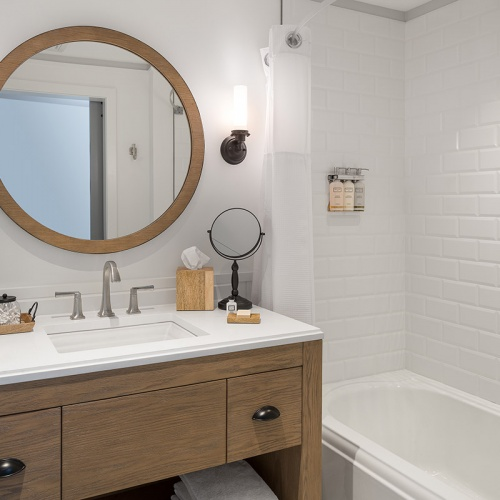 Guest Room Bathroom with Tub