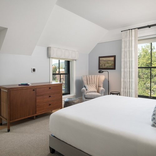 King Suite Bedroom - Upper Floor